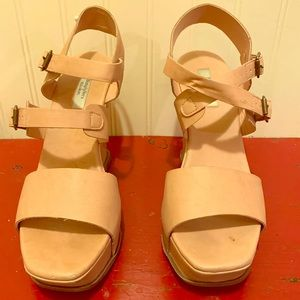 Simply Vera Vera wang wedge sandals. Size 9.5